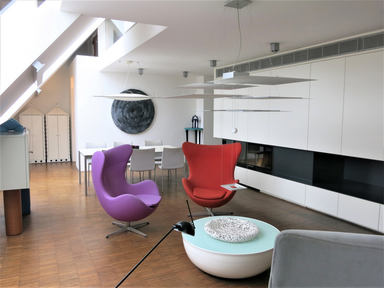 Hochwertig ausgebautes Dachgeschoß zur Neugestaltung!