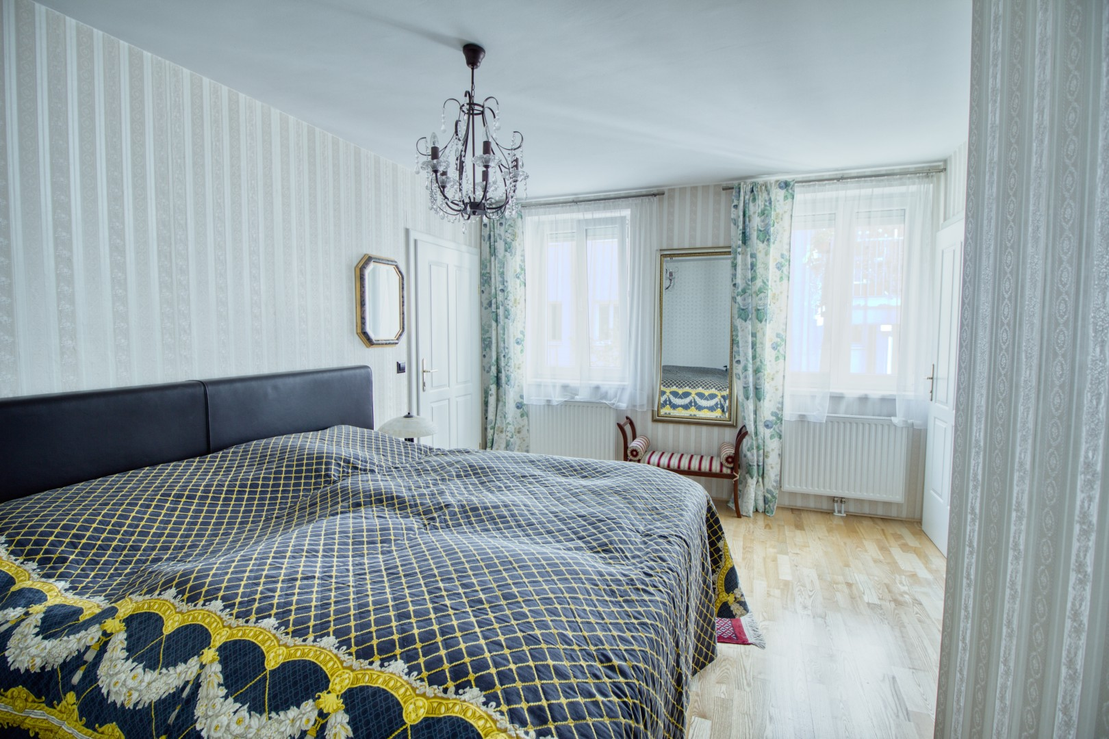 Absolute Ruhe nächst Mariahilferstraße! Hofhaus in Traumlage mit 27m² Terrasse und Dachterrasse!
