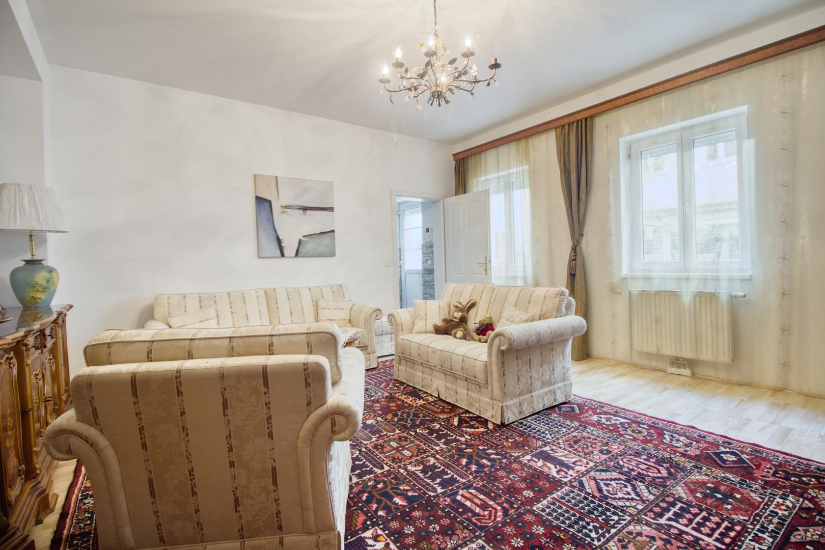 Nächst Mariahilferstraße! Hofhaus in Traumlage mit 27m² Terrasse und Dachterrasse!