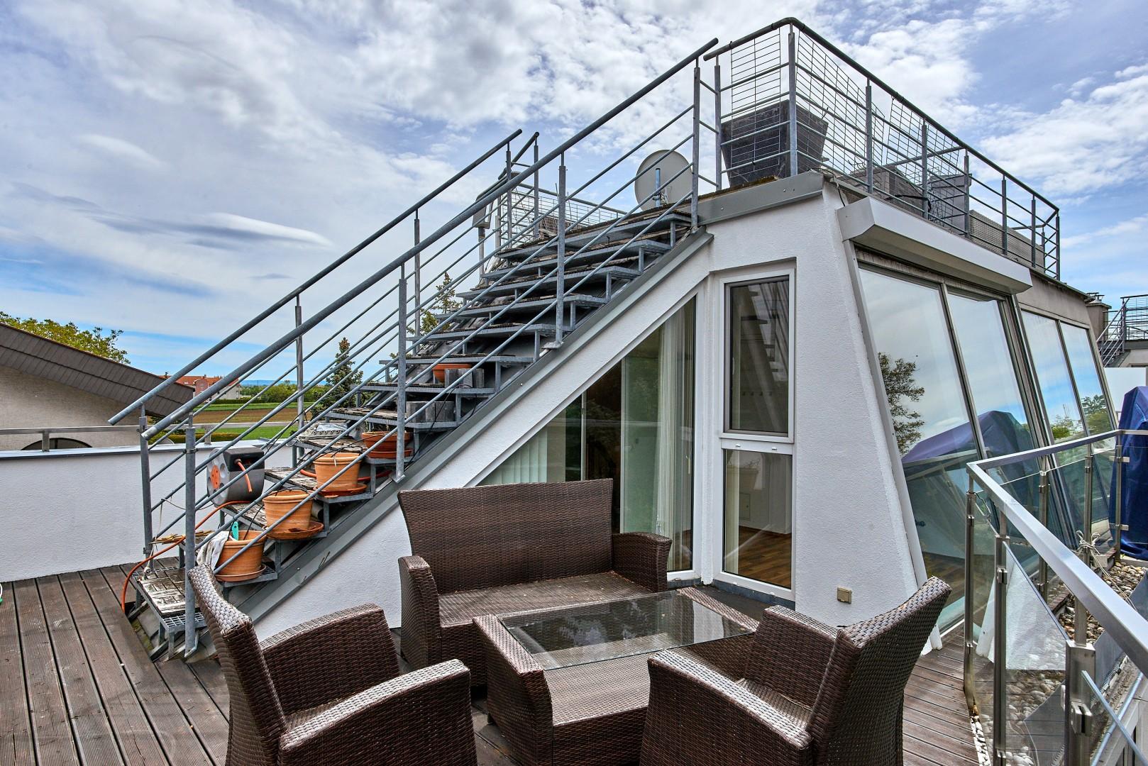 Jung, modern mit Rooftop-Terrasse!