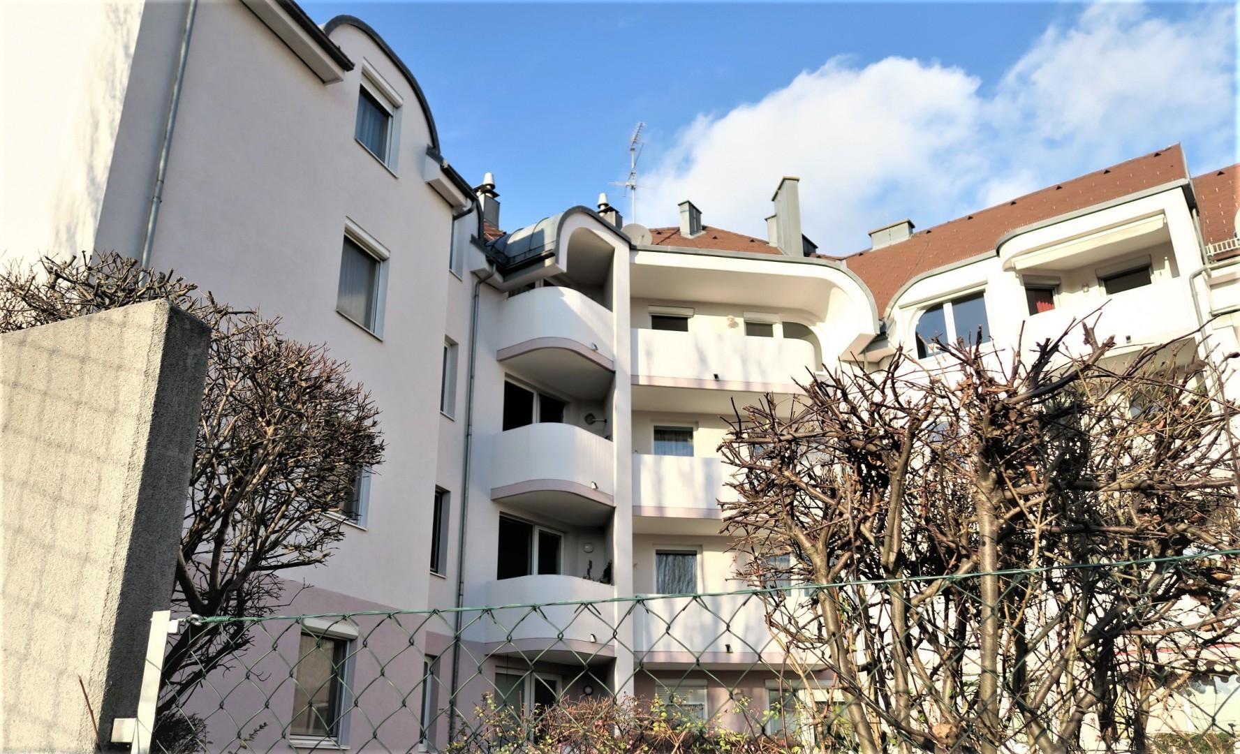 Kleine Oase - Zentrumsnah mit Balkon und Tiefgaragenplatz in Hofruhelage!