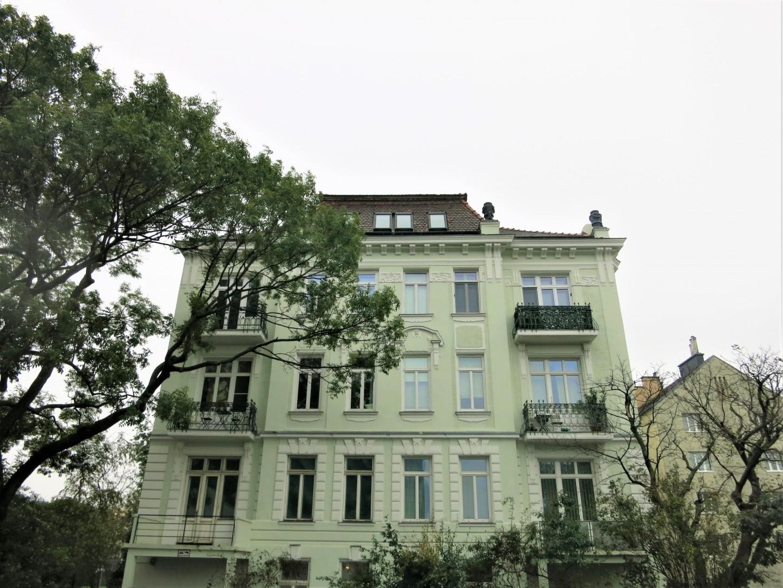 Traumhafte Altbauwohnung mit Schönbrunn Blick!