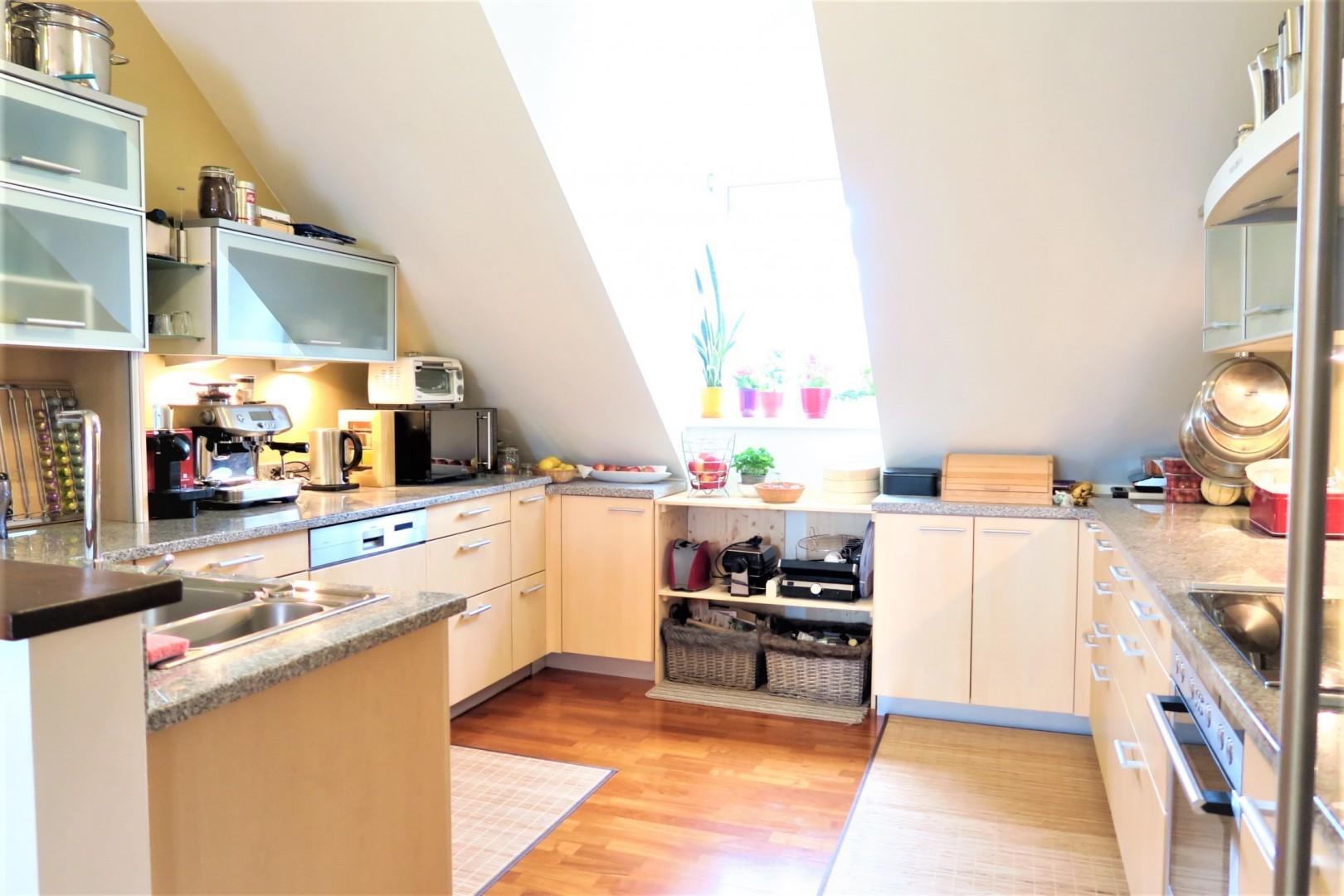 Familienwohnung sucht neue Besitzer! Kleiner Balkon, KFZ Stellplatz und mehr...!